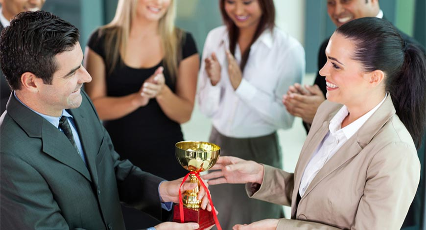reasons your company should give out customised trophies